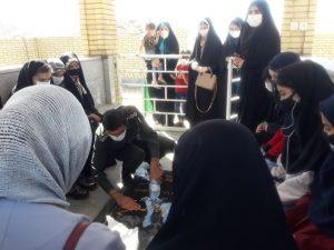 عطر افشانی گلزار مطهر شهید حسن چامی توسط دانش آموزان طرح شهید بهنام محمدی شهرستان بهمئی انجام گرفت